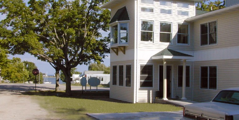 beaver-island-realty-beaver-island-hotel-for-sale-20