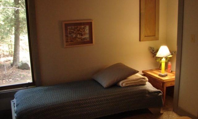 shib-837-master-bed