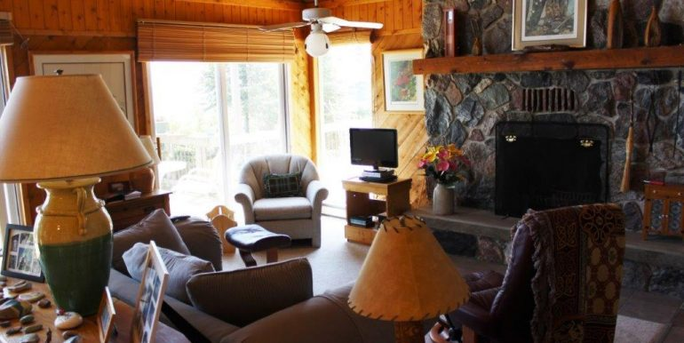 Beaver-Island-Michigan-49782-McElwain-Sand-Bay-Home (1)