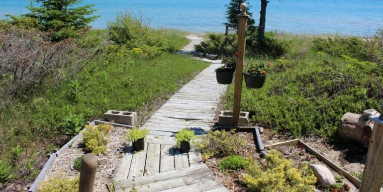Beaver-Island-Michigan-49782-McElwain-Sand-Bay-Home (14)
