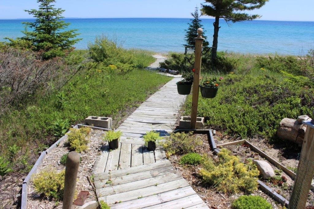 Beautiful cottage on Sand Bay