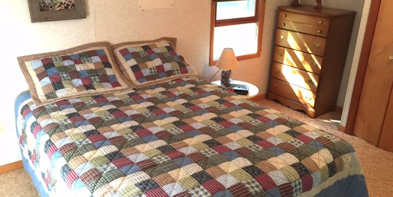 cables-bay-cabin-beaver-island-rental-cottabe-br-1